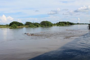 Colombia Mompox boat excursion - children crossing the river