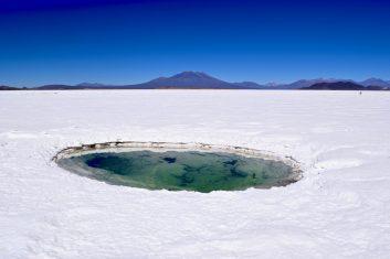 Bolivia Uyuni salt flat - hole